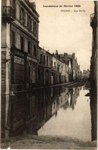 La Rue Maillé qui accueille l'Étincelle, un lieu occupé ainsi que le 21 (tisanerie, atelier de réparation de vélo et la librairie Les Nuits Bleues)